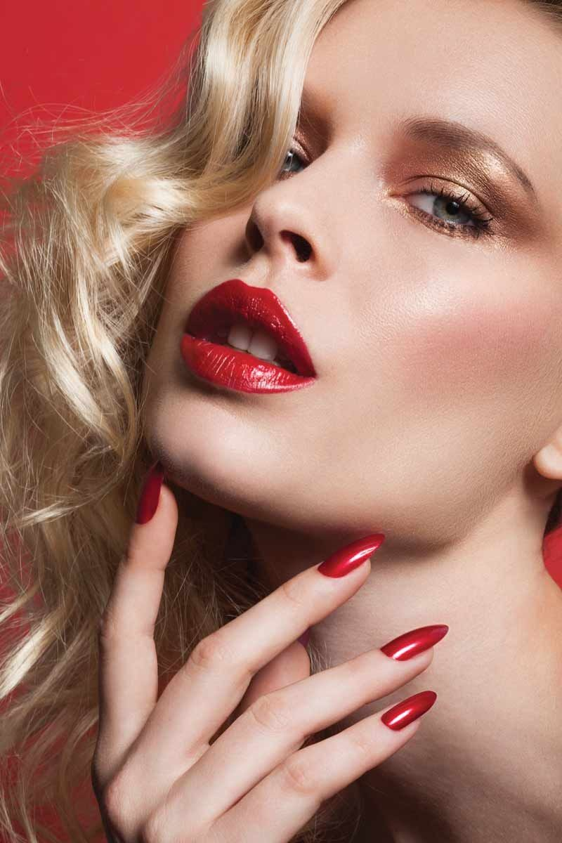 Red lips and gold eyeshadow - Beauty Magic gr